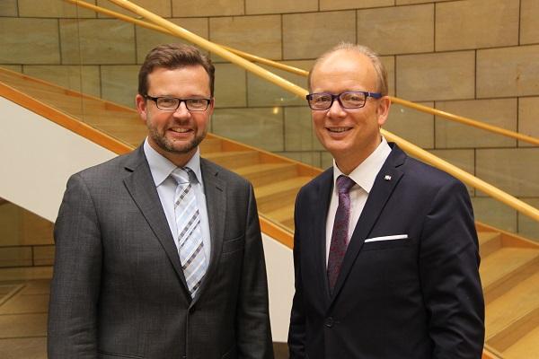 v.l.: Raphael Tigges MdL und Landtagspräsident André Kuper