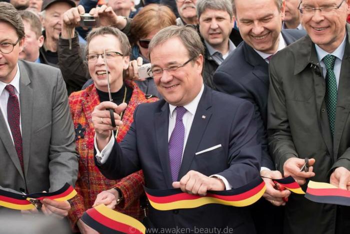 Eröffnung der A33 zwischen Bielefeld und dem Schnatweg bei Halle (Westf.) durch NRW-Ministerpräsident Armin Laschet