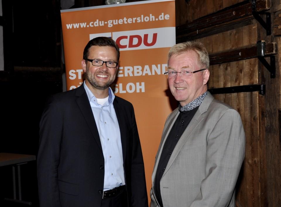Raphael Tigges und Andreas Westerfellhaus beim Sommergespräch. Westerfellhaus war 18 Jahre lang Geschäftsführer der Zentralen Akademie für Berufe im Gesundheitswesen (ZAB) in Gütersloh und von 2009 bis 2017 Präsident des Deutschen Pflegerates.